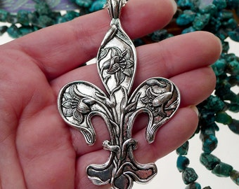 Fleur de Lis Necklace, Large Silver French Lily Necklace, Fleur d'Lys New Orleans Jewelry, Large Lily Necklace, P0832