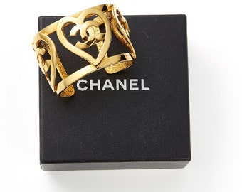 pristine vintage 1995 CHANEL heart logo double C gold metal cuff bangle bracelet
