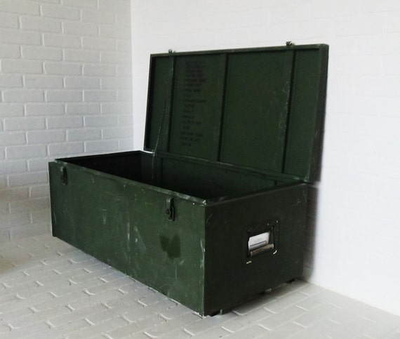 Vintage olive drab metal military trunk coffee table aluminum for Metal shipping crate