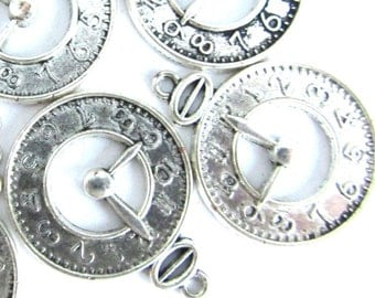 10 pieces Antique Silver CLOCK Charm Pendants