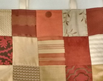 Quilted tote bag in shades of rusts
