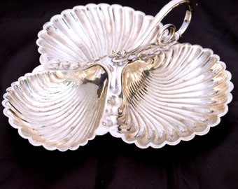 Silver Plated Shell Shape Serving Dish, Three Shell Tray, Shell Platter, Scalloped Serving Tray, Appetizer Tray, Divided Dish, Canape Dish