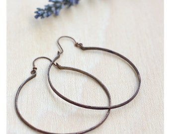 Copper hoop earrings: Boho thin hoops- Hand forged copper - Earring findings - Oxidized copper - Rustic hoop earrings - Dainty hoop earrings