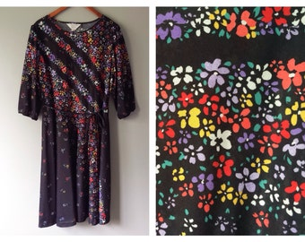 Vintage Bright Floral Dress Black 3/4 Sleeve Lightweight Summer Swing Skirt Dress 1970's 1980's Spring Flower Print Dress Plus Size 2X 3X