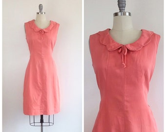 60s Peach Pink Cotton Wiggle Dress / 1960s Vintage Sleeveless Scalloped Peter Pan Collar Shift Dress / Medium / Size 8