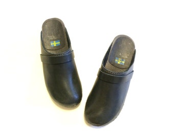 Vintage Black Leather & Wood Clogs / Size 5 or 36 Leather Clogs