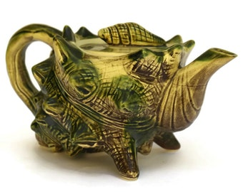 Ceramic Seashell Teapot. Vintage Majolica Shell Décor.