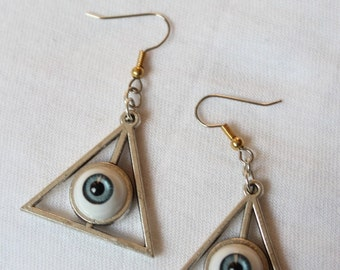 Triangle eye eyeball 'TRIVISION' blue-grey earrings