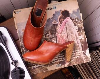 VINTAGE CLOGS // Leather Clogs Etched Leather // Bohemian Shoes Boho Heels // Vintage 1970s 70s Shoes // Women's Vintage Shoes // Size 7.5