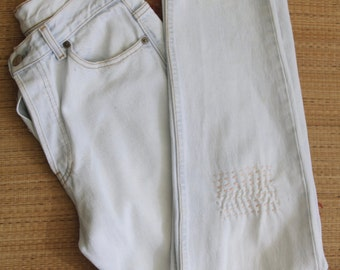 Pale Levis 501. 90s embroidered denim high waisted levis. Mom jeans. 90s denim jeans. Destroyed denim. Japanese embroidery. Pastel denim W30