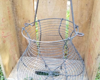 Vintage Wire Egg Basket w/ Handle