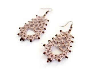 SALE|Dusty pink tatted lace earrings//lace earrings//beaded earrings//bohemian jewelry//beaded earrings//Tatted jewelry