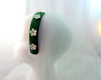 Green Hair Fascinator Veiled Satin Head Band With White Daisies Vintage Collectible Gift Item 1839