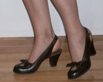 Delightful 1940s round toe slingback heels w/cutouts, bows US 6 1/2 - 7 UK 4 1/2 - 5