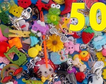 Mix of 50 I spy trinkets objects miniatures