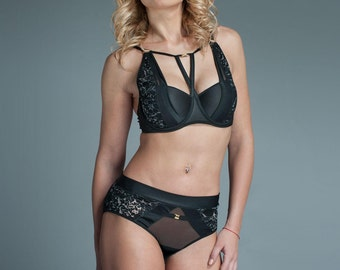 Womens Bra and Panties - Bra and Panties Set - Black