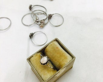 Vintage Soutwestern Style Sterling Silver and Mother of Pearl Solitiare Ring - Varying Sizes