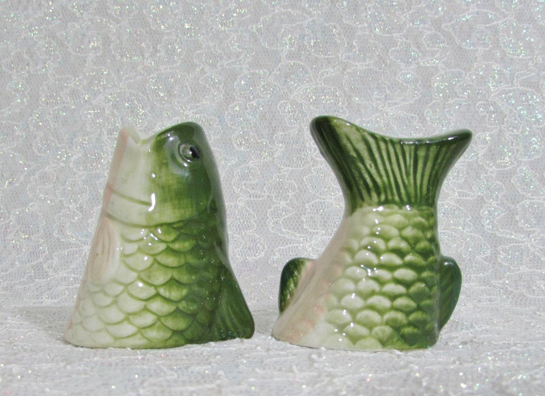 Fish salt pepper shakers bass salt and pepper shakers for Fish salt and pepper shakers