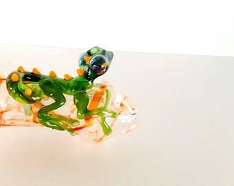Red Silver Fumed Color Changing Green & Yellow Lizard with Flower Stamp Hand Blown Glass Tobacco Pipe
