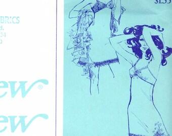Classic Woman's Slip Pattern / Stretch & Sew 2070 / Sizes 30-44