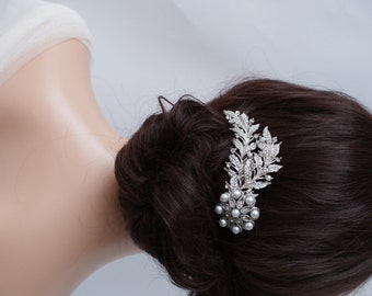 Vintage style crystal and pearl wedding hair comb, silver tone hair accessory, Bridesmaids hair comb