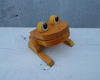 Mid Century Danish Modern Wooden Frog Note Holder - Modern Desk Accessory - Scandinavian Note Holder - Collectible Wooden Frog Note Clip