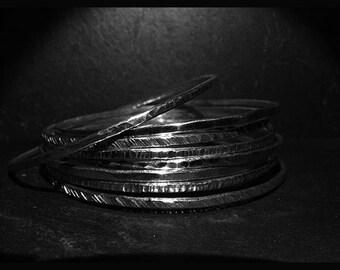 Y4 - Bracelet rond rigide martelés