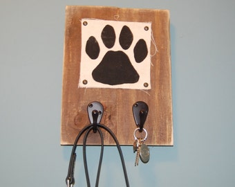 Rustic Leash Hanger with Paw Print on Painted Canvas - Made with Pallets