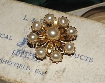 Vintage Brooch Pearl & Gold Tone Metal Flower Pin Costume Jewellery