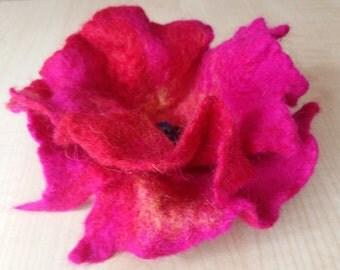 Felt brooch.Pink and fuksia brooch.Felt Flower .Natural Wool .Organic Wool100%.Flower of wool.Bio wool.Wet Felting.Flower.Wet felting