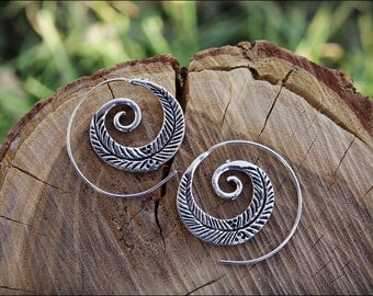 Small Spiral hoop earrings. Silver plated. Tribal spiral earrings. Spiral earrings ethnic style.