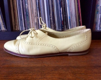 Vintage Womens NICOLE Lace Up Pastel Yellow Brazilian Leather SHOES Size 8 Oxfords Brogues Pixie Flats