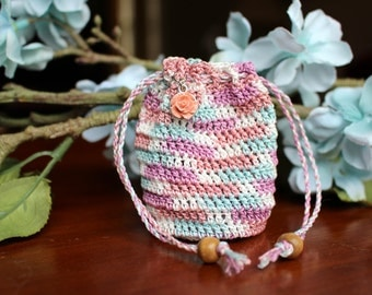 Small crochet pouch with drawstrings, multicolor, cotton thread, flower charm, wooden beads
