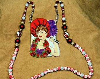 Fancy Lady Necklace Pouch