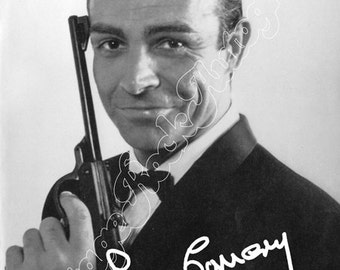 SEAN CONNERY - 007 James Bond  - black and white photo with print signed size 6x8 inches