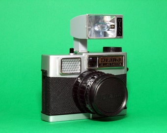 Diana De Luxe-vintage analog medium format camera