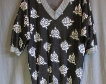 1980s V-Neck Pull Over Black and White Rose Motif Sweater | Jumper | Size L Large | 42 Chest | Made by Bernie Blue