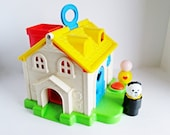 Vintage Fisher Price Discovery Cottage w a Jumbo Little People and a Jumbo dog, Play Family House