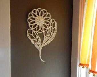 Retro Burwood daisy wall decor