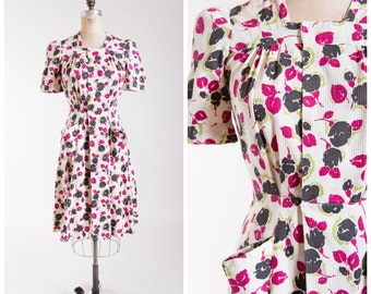 1940s Vintage Dress  •  Fleurs Chartreuse  •  Floral Cotton 40s Vintage Wrap Dress Size Medium