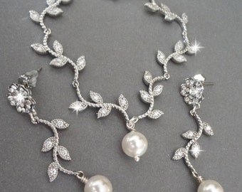 Pearl jewelry set~ Wedding jewelry~ Leaves and branches ~ Swarovski pearls,Sparkling crystal in the leaves,Spring,Summer,Brides jewelry set