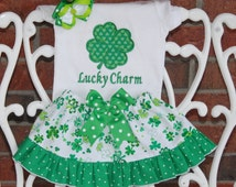 Girls St. Patrick's Day Complete Outfit! Baby/Toddler/Girls Shamrock Ruffle Skirt and Applique Top with Hair Bow!/Shamrock outfit for girls