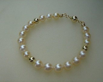 Bracelet in gold 585 (14 K) with Akoya cultured pearls in cream!