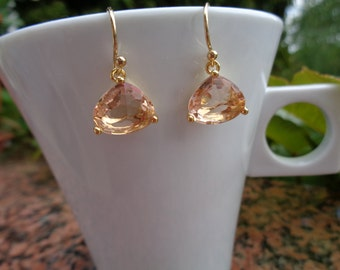 Earrings in gold, 585 gold filled with faceted stone in Pale apricot, crystal glass