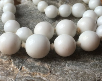Vintage White Glass Beads Graduated Two Strand Choker Necklace with White Button Box Clasp/1960s/Hand Knotted