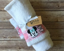 Minnie Mouse Towel - Minnie Mouse Hooded Towel - Minnie Mouse Bath Towel - Minnie Towel for Girl - Minnie Bath Towel - Pink Minnie Towel