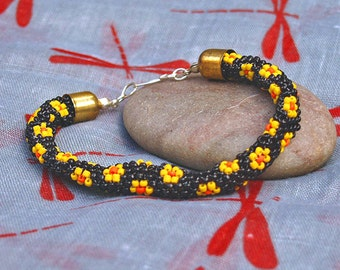 Bead Bracelet - Handmade Woven bead Bracelet - Peyote stitch - Yellow Daisy bracelet - Flower Power !
