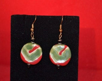 Red / green / bead dangle earrings / holidays / Christmas / dangle earrings / bead / earrings / holiday jewelry / jewelry / Christmas red