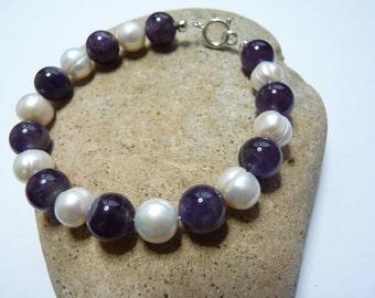 10mm Amethyst & Freshwater Pearl Bracelet