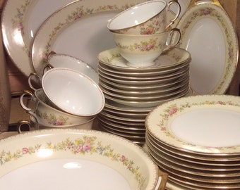 Gorgeous 40 piece Meito China Ada pattern Japan
